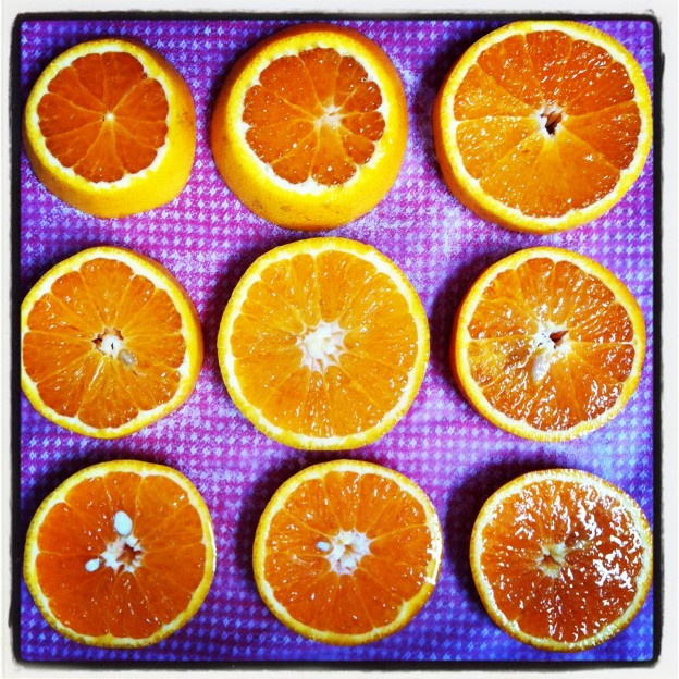 How to dry oranges for christmas flower decorating bloom for Baking oranges for christmas decoration